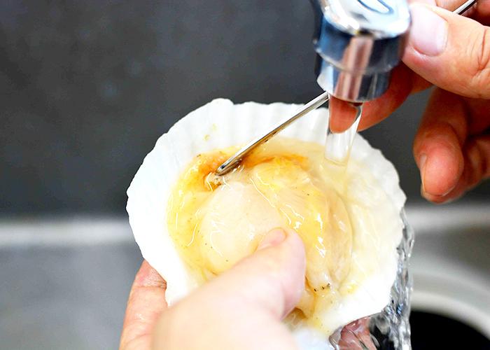 「殻つきホタテのにんにくパン粉焼き」の作り方画像 1枚目