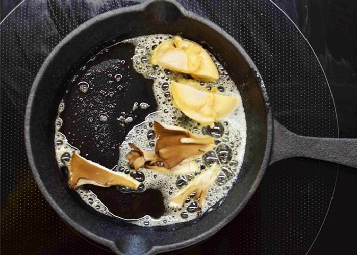 「殻つきホタテの舞茸ワイン蒸し」の作り方画像 4枚目