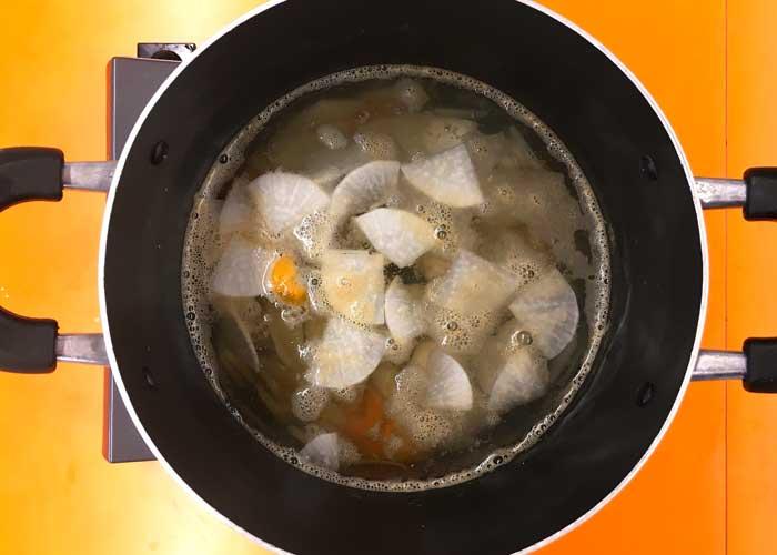 「サンマのふわふわつみれ汁」の作り方画像 2枚目