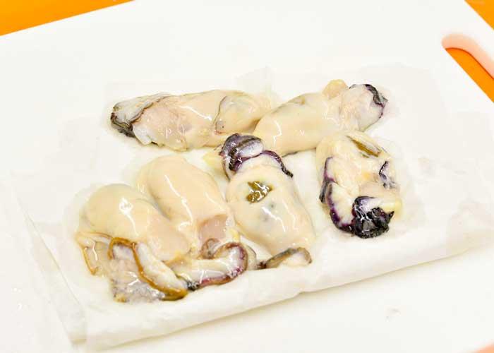 「牡蠣とトマトのアラビアータ」の作り方画像 1枚目