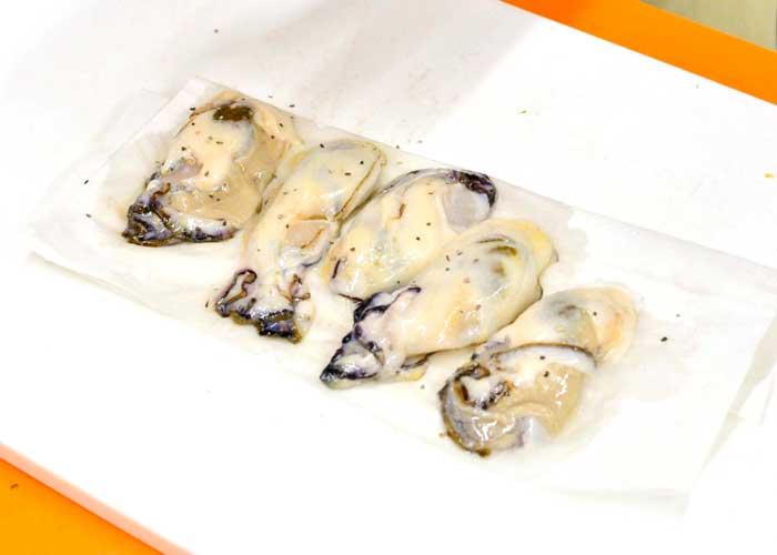 「みそうま!! 体ポカポカ温まる♪ 牡蠣の土手鍋」の作り方画像 1枚目