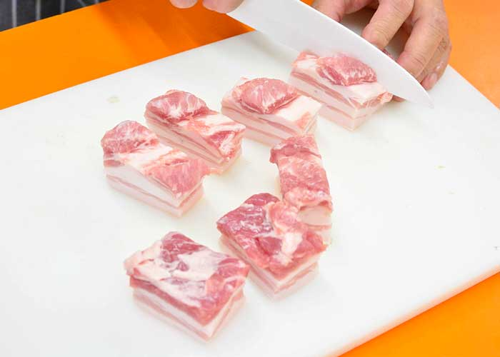 「お肉ほろほろ♡ 豚バラ肉のさっぱり煮」の作り方画像 1枚目