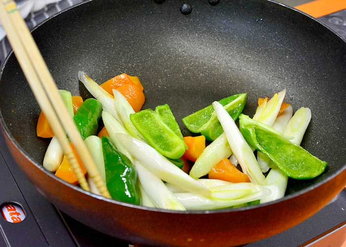 「新定番! さっぱり食べられる和風酢豚」の作り方画像 4枚目