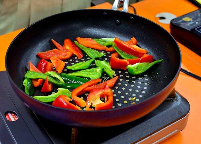 「炊いたご飯で簡単スピーディー☆ 旨味凝縮パエリア」の作り方画像 1枚目