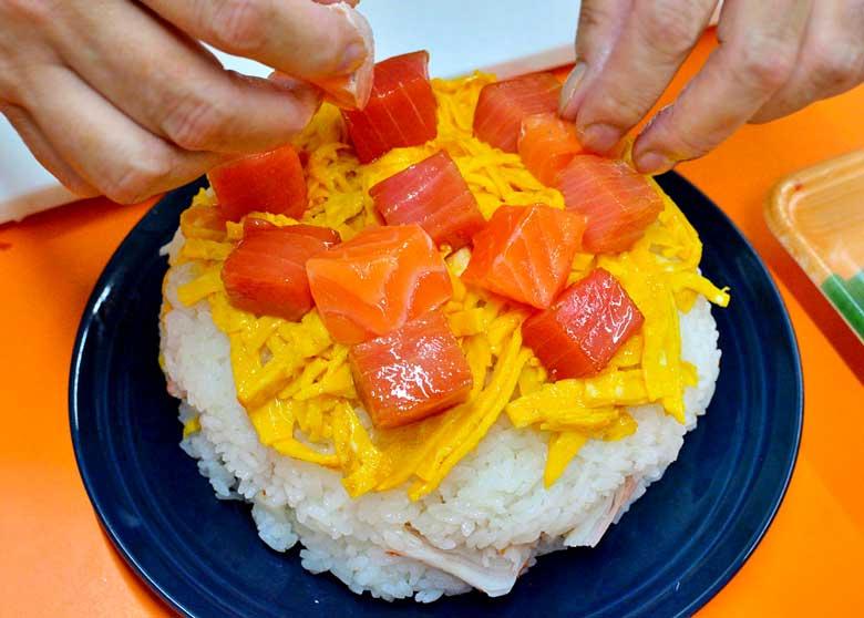 「ごろっと海鮮の、贅沢な寿司ケーキ♪」の作り方画像 6枚目