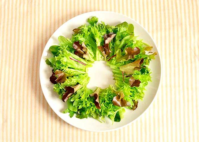 「鮮やか! リースサラダ」の作り方画像 2枚目