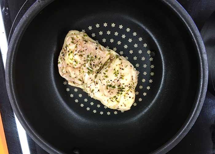 「お肉ふっくらプリップリ! 鶏のハーブソテー」の作り方画像 4枚目