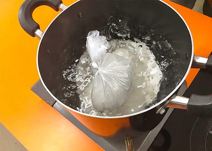 「アイラップで炊く!湯せんで美味しい白飯の炊き方」の作り方画像 2枚目