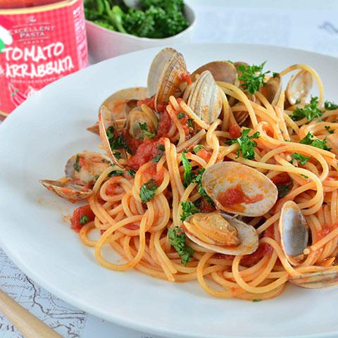 ボンゴレロッソ風のアラビアータソースのスパゲッティ