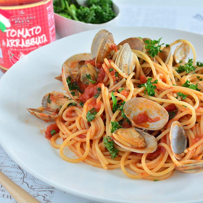 ボンゴレロッソ風のアラビアータソースのスパゲッティの写真