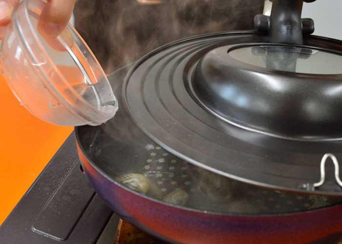 「ボンゴレロッソ風のアラビアータソースのスパゲッティ」の作り方画像 3枚目
