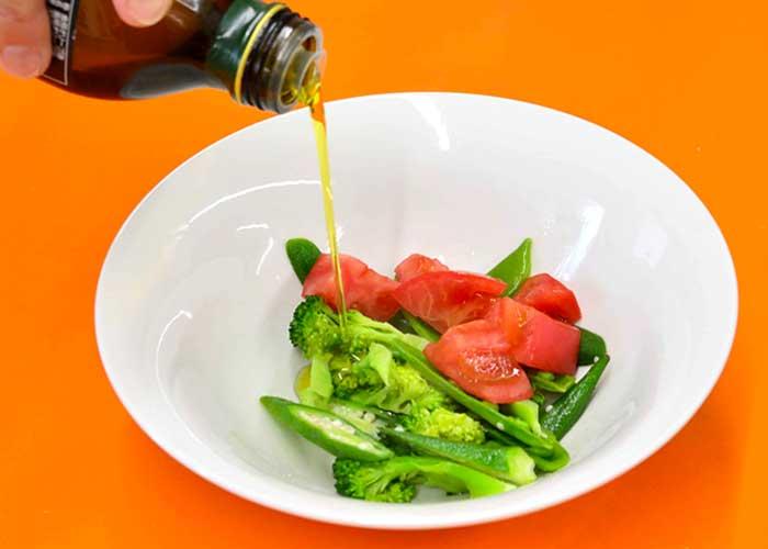 「バジル香るトマトソースのフレッシュスパゲッティ」の作り方画像 3枚目