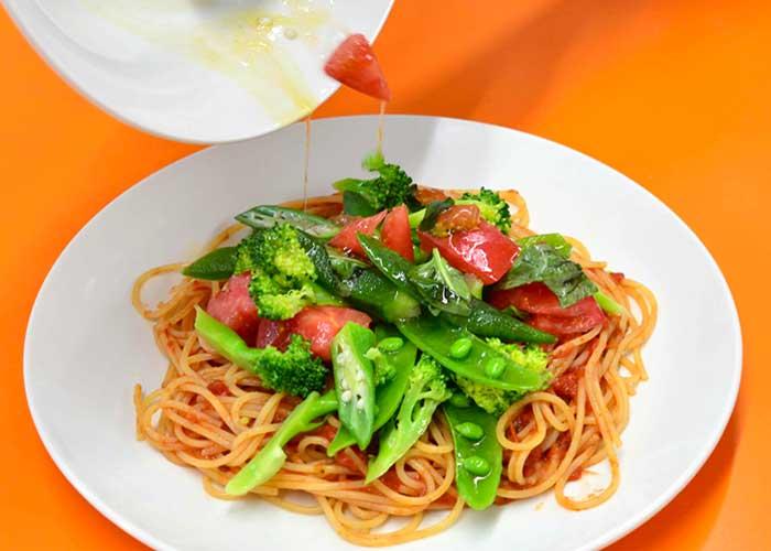「バジル香るトマトソースのフレッシュスパゲッティ」の作り方画像 6枚目