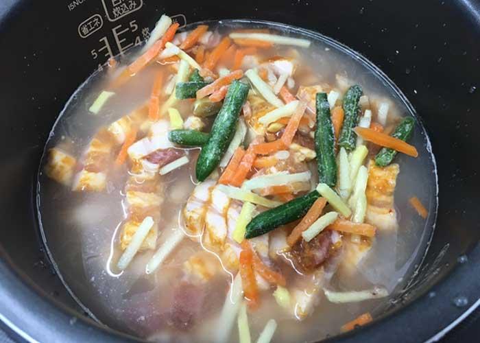 「筍のしゃきしゃき食感が嬉しい♪ 中華風バラ肉の炊き込みご飯」の作り方画像 3枚目