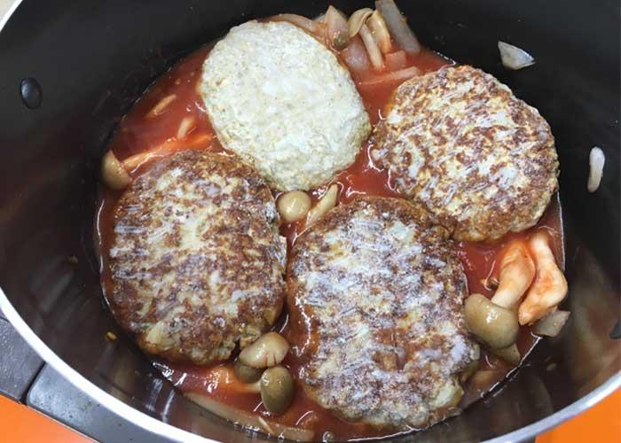 「子供が大好きな味♪ ハンバーグ煮込み」の作り方画像 3枚目