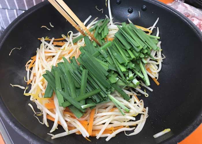 「お箸が止まらない!! ガッツリ食べたい時の牛カルビビビンバ丼!!」の作り方画像 3枚目