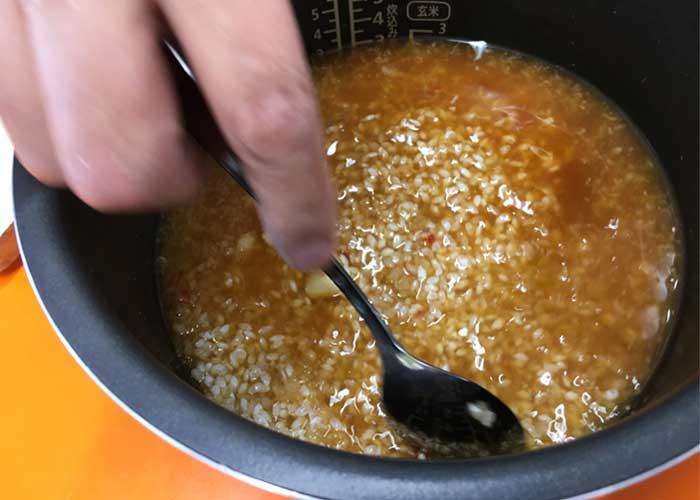 「包丁不要で簡単嬉しい! 手羽中のふんわり炊き込みごはん♪」の作り方画像 3枚目