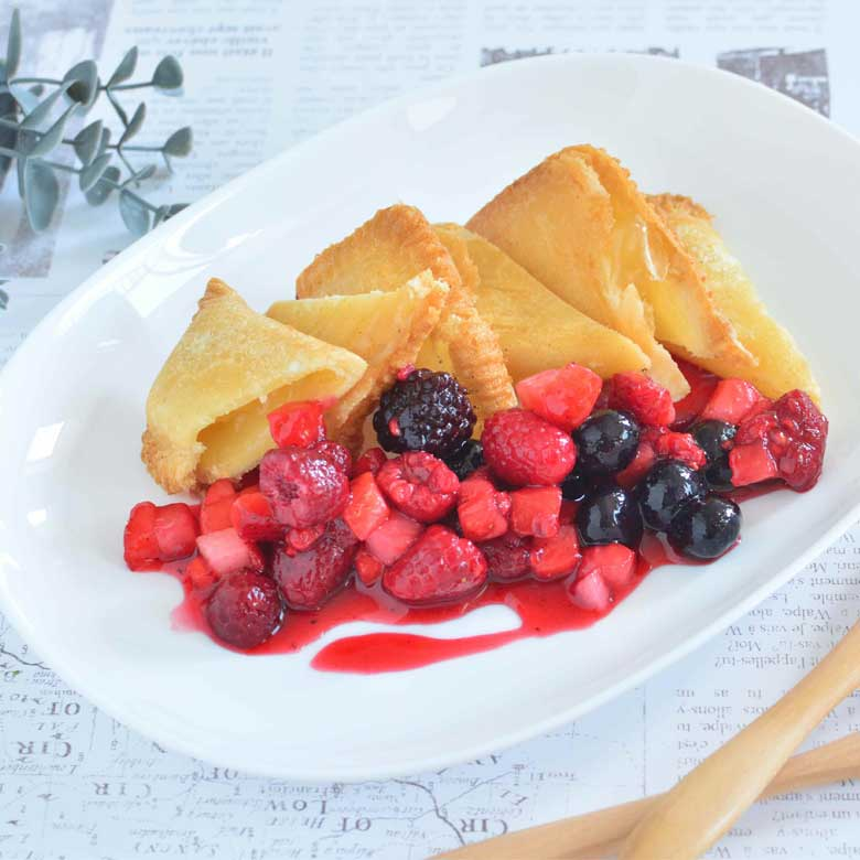 カフェ風♪ 熱々アップルパイとミックスベリーのコンポート添え♡の写真