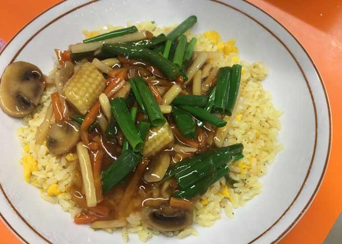 「とろっとおいしい♪ 野菜たっぷりあんかけチャーハン」の作り方画像 5枚目