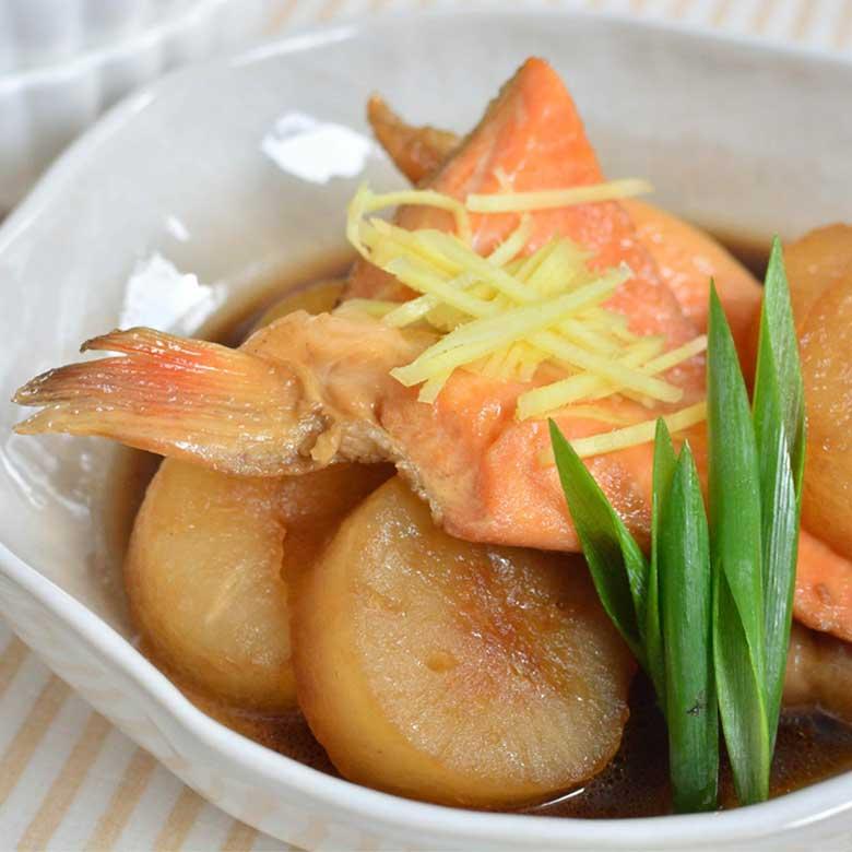 脂ノリノリで激うま! 鮭ハラスと大根の煮物の写真
