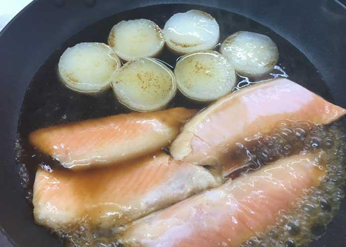 「脂ノリノリで激うま! 鮭ハラスと大根の煮物」の作り方画像 4枚目