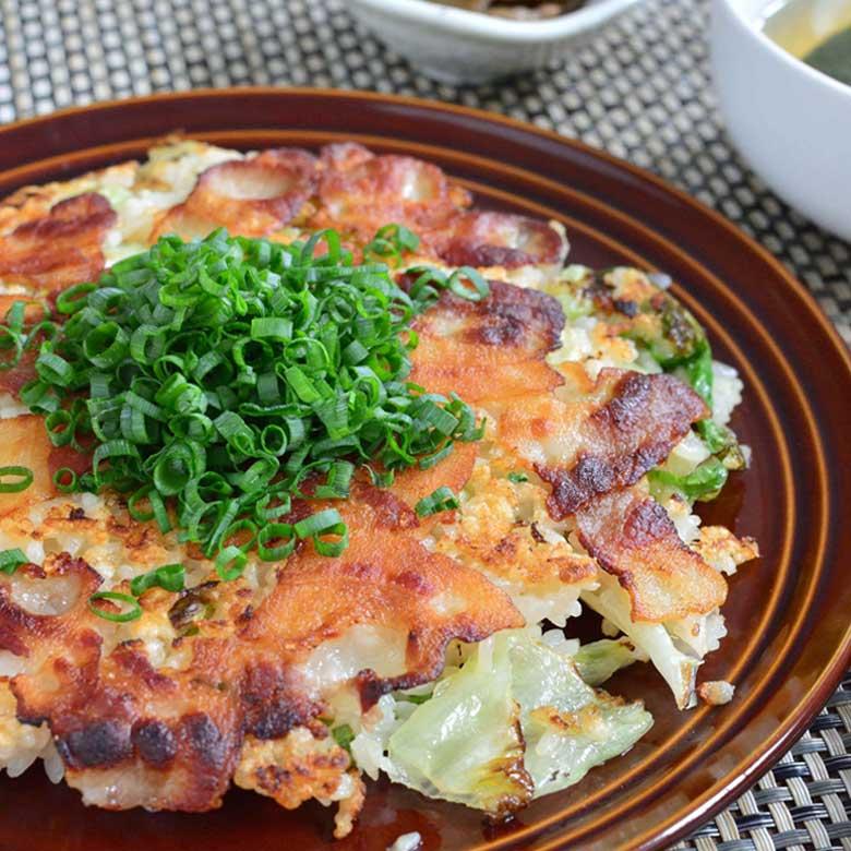 カリカリ豚肉が超おいしい!豚バラ肉たっぷりのガーリックライスの写真