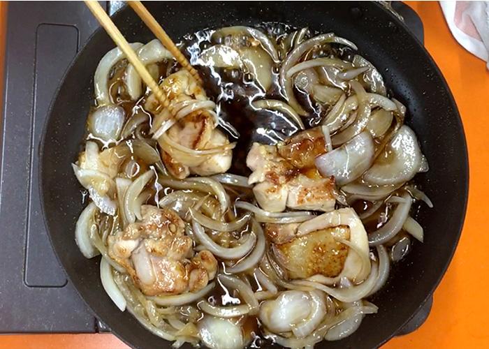 「カンタン黒酢で作る、お肉ふっくら甘酢丼☆」の作り方画像 4枚目