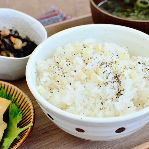 ふんわりタラの風味が美味しい、チータラの炊き込みご飯