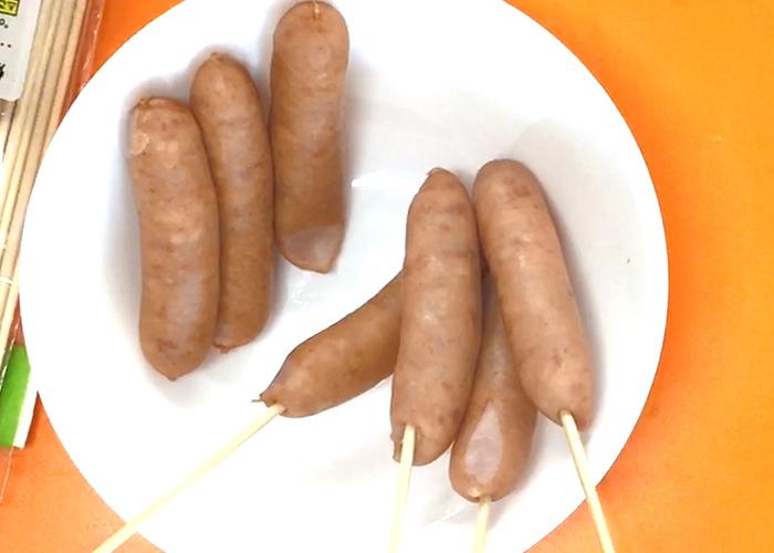 「生地がふわふわ♡ アメリカンチーズドッグ」の作り方画像 2枚目