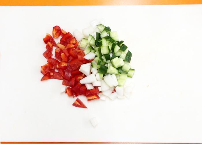 「つぶつぶ野菜とトマトの冷製スープ「ガスパチョ」」の作り方画像 1枚目