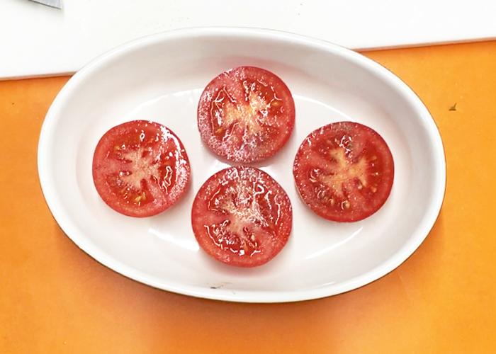「トースターで5分! ジューシートマトのサクサクパン粉焼き」の作り方画像 1枚目