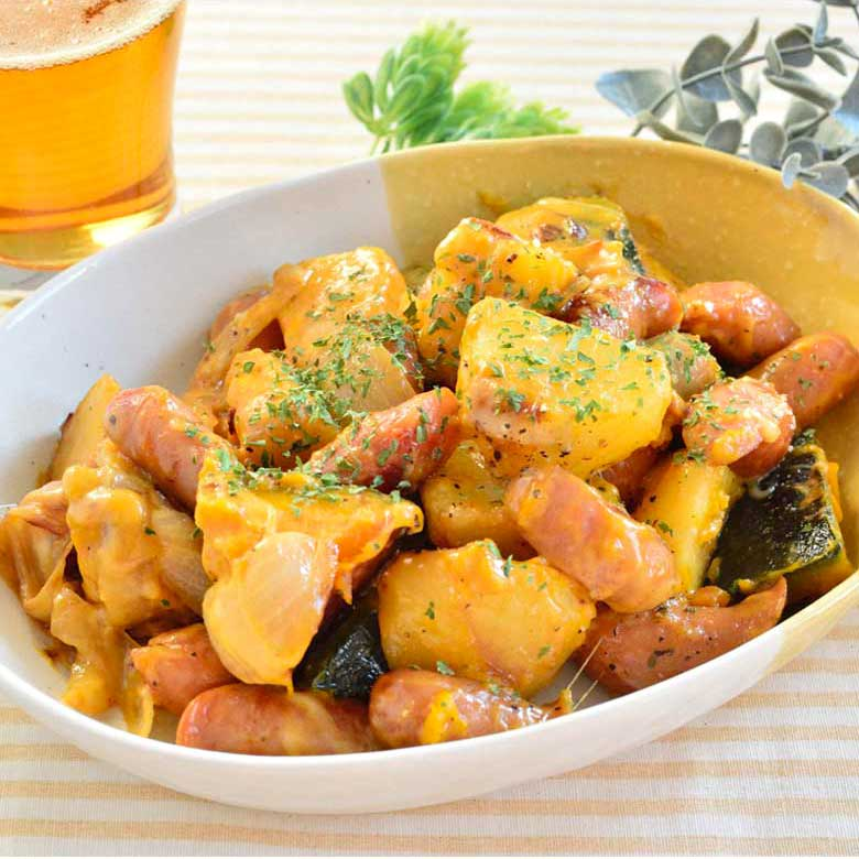 ウインナーと根菜たっぷりのジャーマンポテトの写真