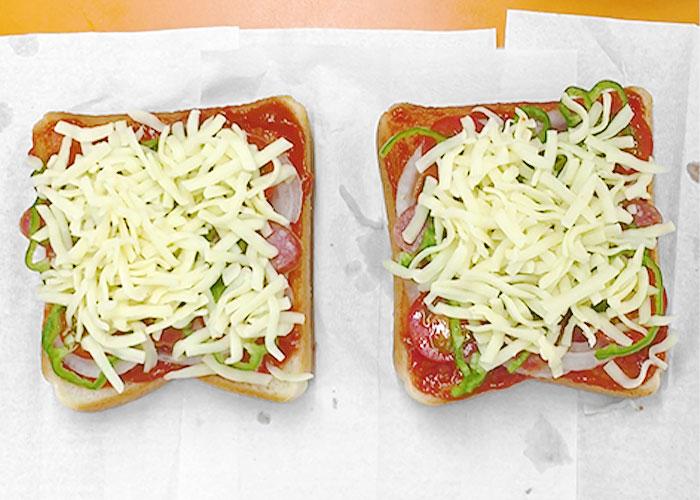 「カルパスで作る! ピザトースト☆」の作り方画像 3枚目