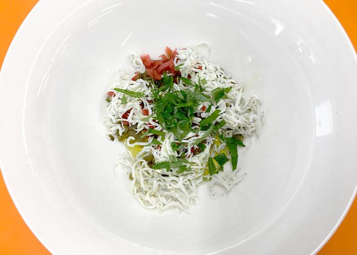 「具だくさんで嬉しい! カリカリ梅としらすのスパゲッティ」の作り方画像 2枚目