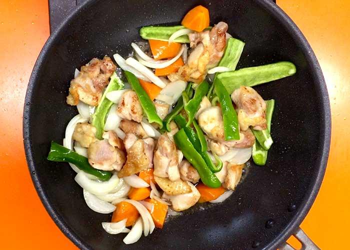 「ミツカン カンタン酢「和風だし」で作る、野菜たっぷり鶏もも炒め」の作り方画像 4枚目
