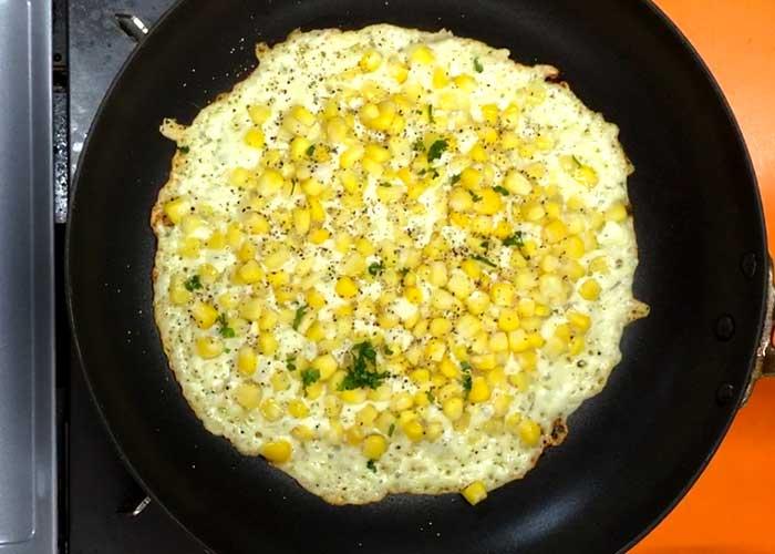 「カリッとプチっと!薄焼きチーズコーン」の作り方画像 3枚目