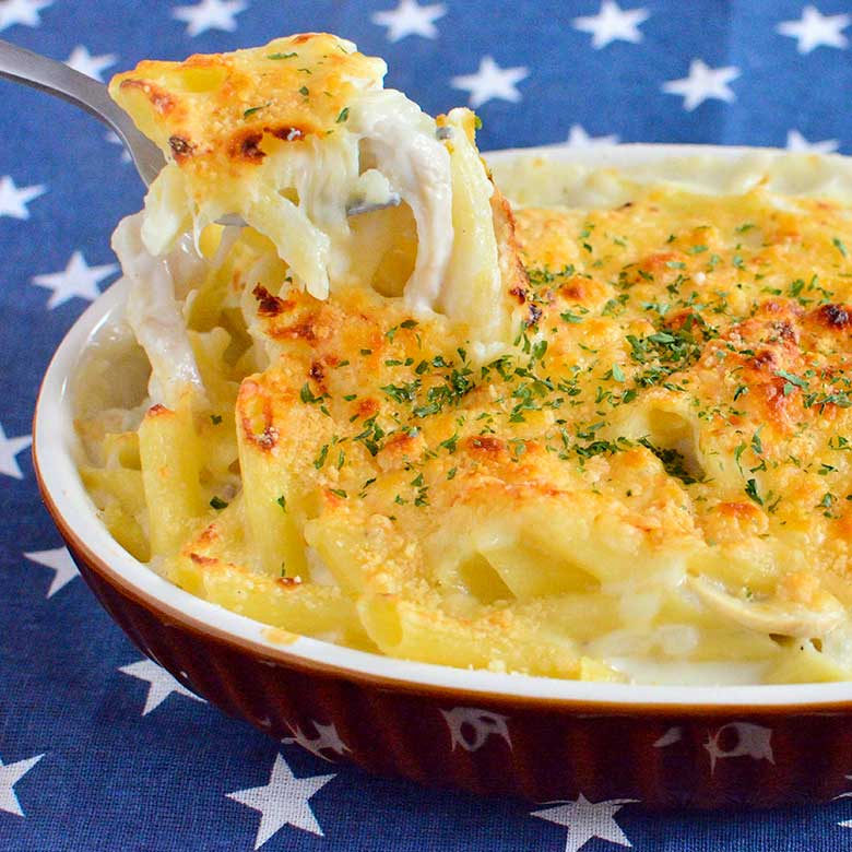 サラダチキンととろ~りチーズの熱々グラタン!の写真
