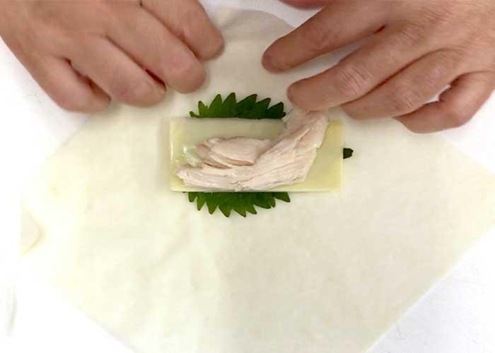 「簡単!大葉とチーズのサラダチキン春巻き!」の作り方画像 2枚目
