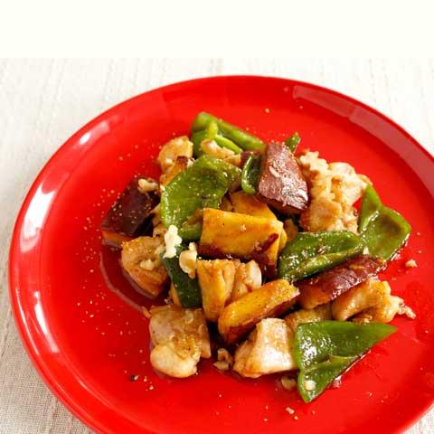 ピリッと美味しい!鶏とピーマンの焼き芋薫り炒め