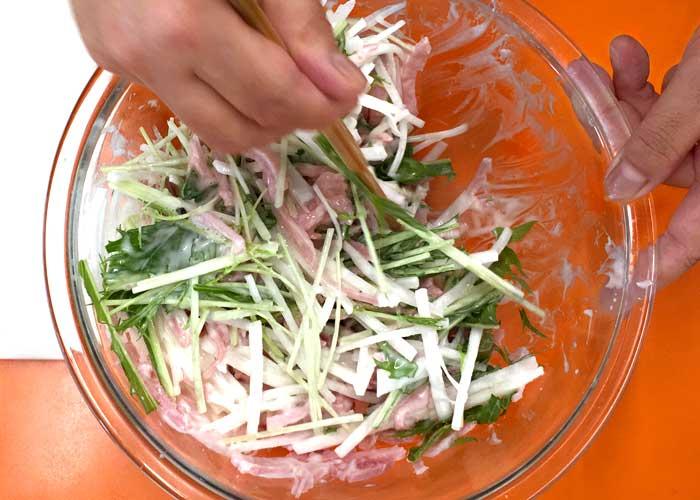 「野菜がしゃきしゃき!大根とももハムのサラダ」の作り方画像 2枚目