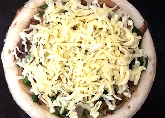 「とろ~りチーズのプルコギピザ」の作り方画像 3枚目