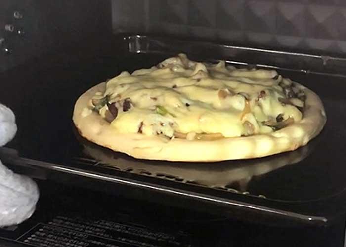 「とろ~りチーズのプルコギピザ」の作り方画像 4枚目