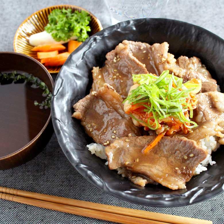 ガッツリ食べたいときに!王道の牛カルビ丼の写真