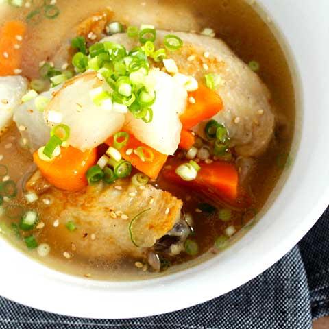 鶏の旨味たっぷり!手羽先のあっさりスープ