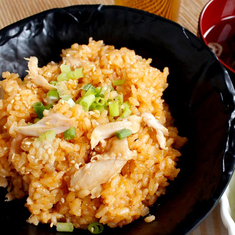 炊飯器だけでできる!鶏のうまみ染み込む!手羽先の韓国風炊き込みご飯の写真
