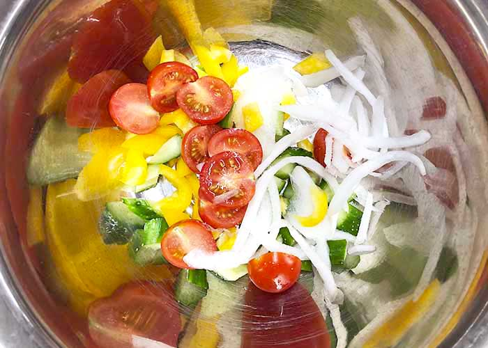 「鬼マヨネーズで簡単アレンジ!マヨラー必見の簡単ライスサラダ☆」の作り方画像 1枚目