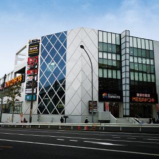 MEGAドン・キホーテ港山下総本店の店舗情報・駐車場情報